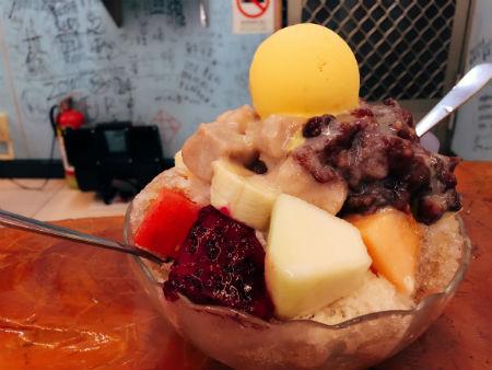 【台湾・高雄グルメ】旗津フェリーで西子湾へ!ローカルフードとかき氷を食べる!!