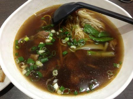 【台湾生活情報】高雄のローカルグルメ|牛肉麺とドリンクスタンド