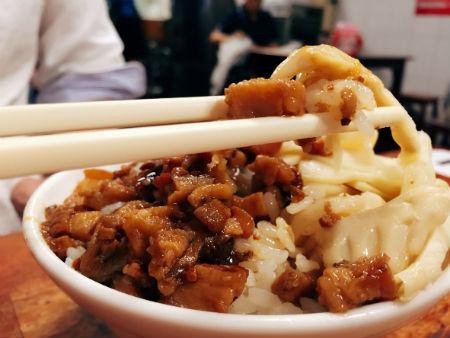 【台湾グルメ】台湾ローカルフード・台湾バナナケーキ(吉美蛋糕)と廣東烤鴨麺