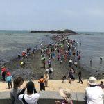 澎湖の観光名所・奎壁山赤嶼地質公園(摩西分海)の「トンボロ現象」